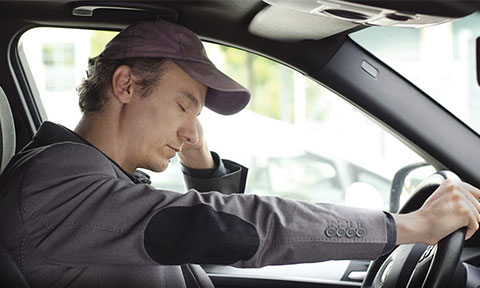 اینفوگرافی: ۶ راهکار مبارزه با خواب آلودگی در رانندگی